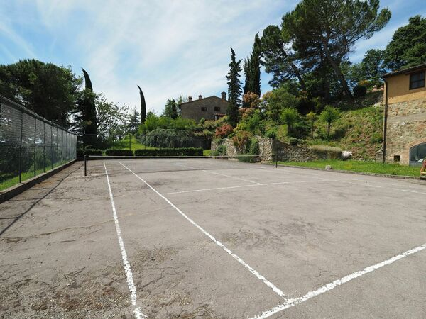 Shared tennis court, Cornocchio