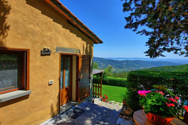 Villa sleeps 4 private pool Cortona