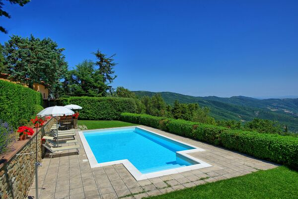 Villa private pool sleeps 4 Cortona