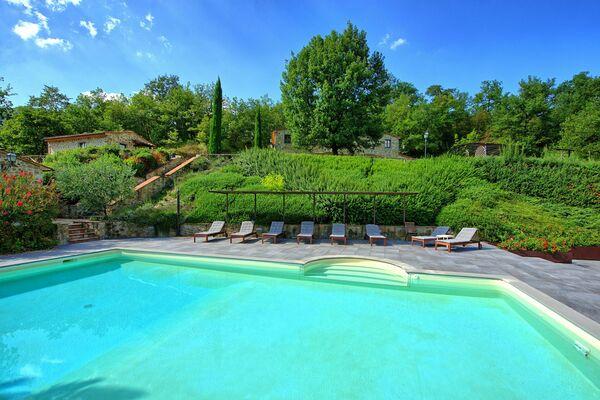 Villa Casentino sleep 18 pool tuscany