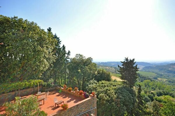 Barberino, villa with private pool in town, sleeps 16