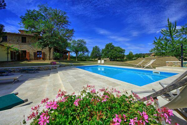 Villa fabbri private pool sleeps 22 tuscany