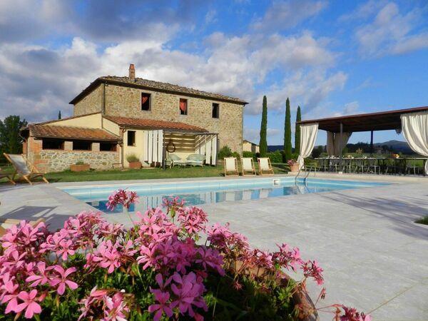 Villa felciai sleep 24 private pool tuscany