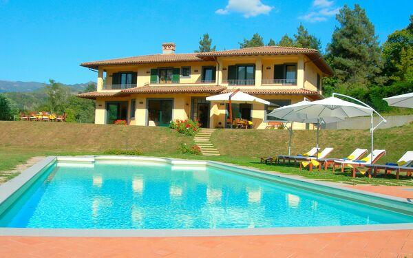Villa Saida, heated private pool, walk to town, tuscany