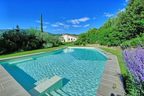Borgo Toscano sleep 16 walk to town private pool