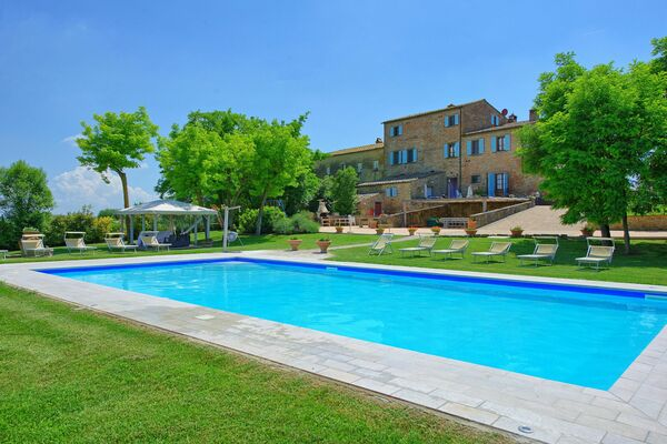 Villa Giare - sleeps 26, private pool, air conditioning