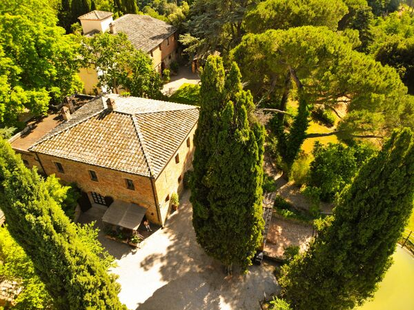 Castelletto apartments pool tennis court tuscany