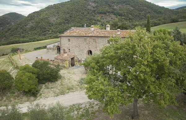 Villa Le Capanne private pool sleeps 22 tuscany