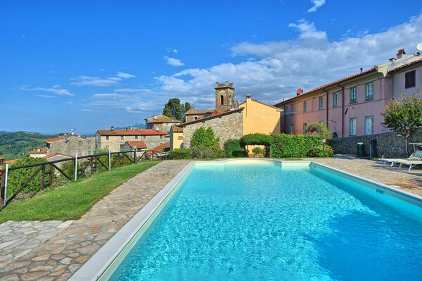 Il Gualdo, sleeps 34 in 13 bedrooms, walk to town, Pisa area