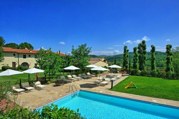 Tizzauli villa sleeps 47 Tuscany