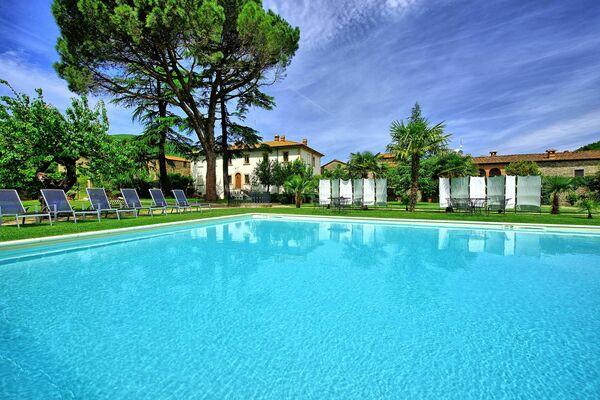 Villa Capolona, sleep 18, private pool, table tennis