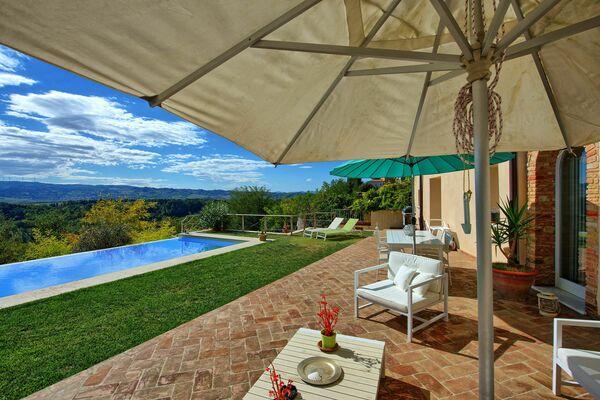 Casa Tiberio sleeps 6 in village near pisa private pool