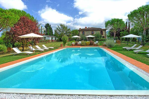 Villa Marika : villas with pool to sleep 17, 18 or 19 people