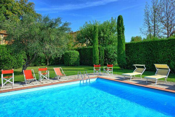 Villa Fiamma, walk to village, near Lucca