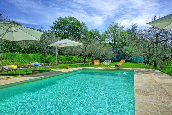 Villa Morandi, sleeps 14, good value, private pool