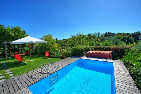 private pool villa sleep 4 liguria