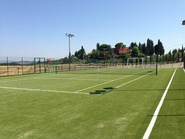 Private tennis court Tenuta Cambiano