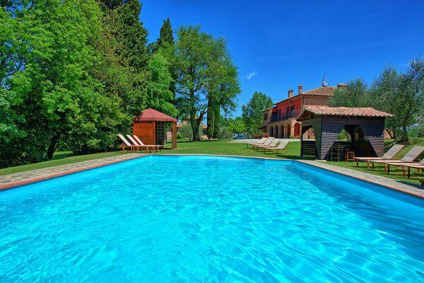 Villa, private pool, table tennis, sleep 19 : Villa Mario