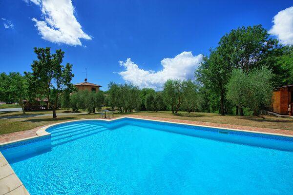 Villa Palmina sleeps 12 private pool