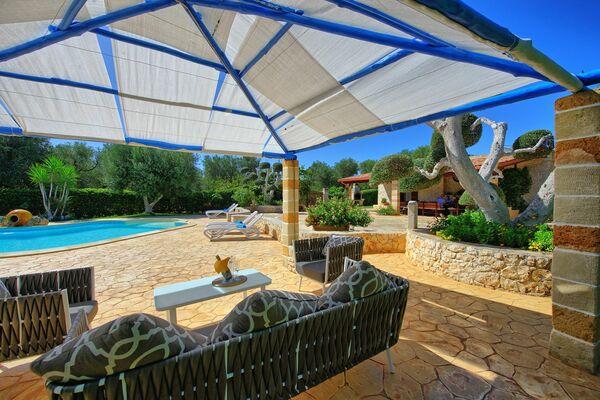 Villa sleeps 4 private pool puglia