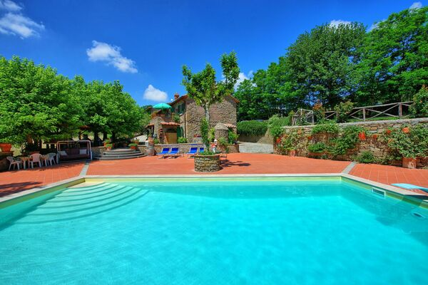 Villas with pool to sleep 15 to 16   airconditioning Casale san Martino