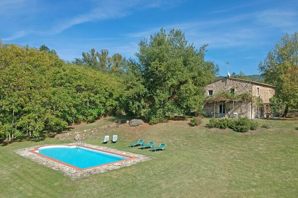 Villa Gualchiere sleep 6 private pool aircon