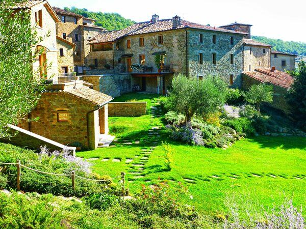 Borgo Toppo sleeps 19 Umbria