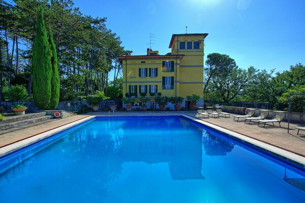 Villa Cuculo sleep 12 private tennis court, private pool tuscany
