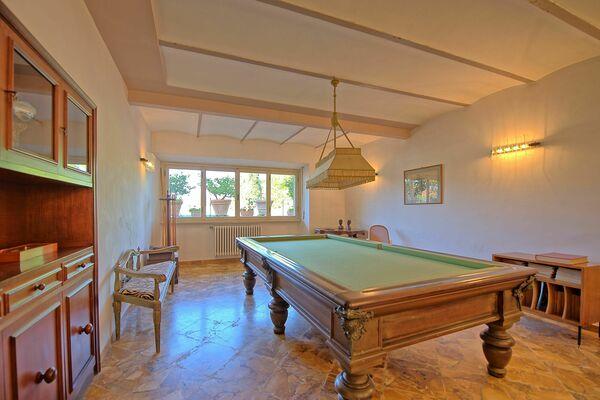 Villa Cuculo billiard table
